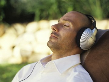 Free audio downloads to aid meditation, self-hypnosis and deep relaxation.